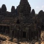 カンボジアのシェムリアップに着き、アンコールワット遺跡を見て来ました